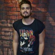 Rosto de Luan Santana estampa camisa do cantor em show em SP. Veja fotos!