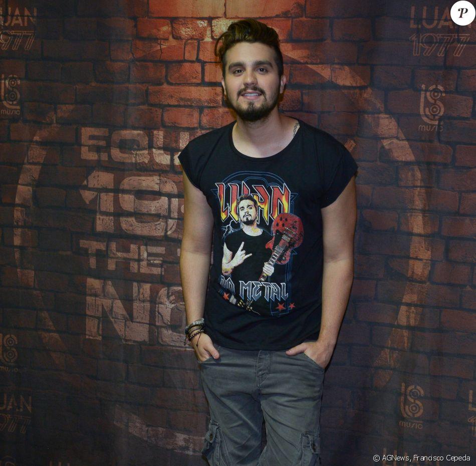 375250a8c3 Luan Santana lembrou a  mudança para o metal  e usou uma camiseta com o