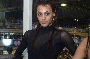 Pabllo Vittar orna look transparente com pochete de R$ 129 em evento de carnaval