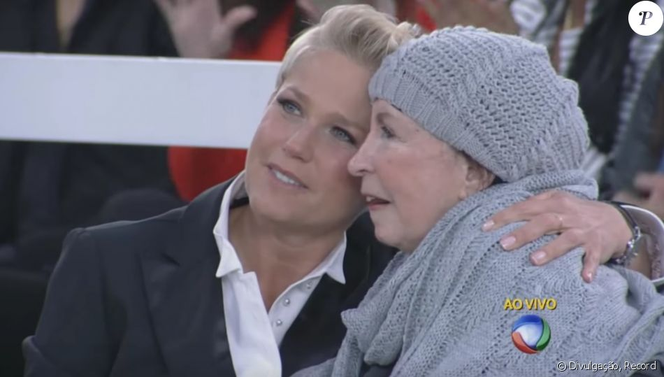 Xuxa Meneghel canta para a mãe, Alda, em vídeo, em 27 de janeiro de 2018