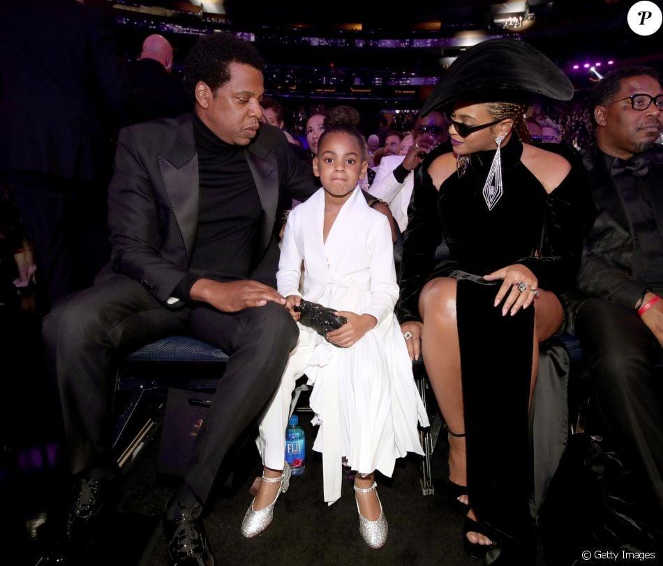 Filha de Beyoncé e Jay-Z chama a atenção dos pais no Grammy 2018 e ... 81d9634f1d