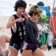 Nanda Costa se exercitou ao lado da cantora Lan Lan