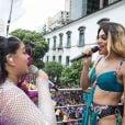 Preta Gil, de cabelo rosa, e Pabllo Vittar, fantasiada de Britney Spears, embalaram o Carnaval no Centro do Rio de Janeiro, na manhã deste domingo, 4 de fevereiro de 2018