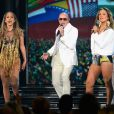 Jenifer Lopez , Claudia Leitte e o rapper Pitbull cantam juntos a música 'We Are One' (Ole Ola)