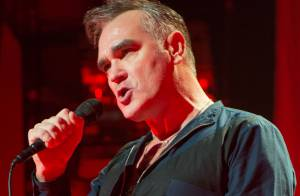 Morrissey cancela turnê nos EUA após desmaiar em show por conta de gripe
