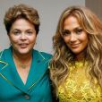 Jenniffer Lopez posa ao lado de Dilma Rousseff durante a Copa do Mundo (12 de junho de 2014)