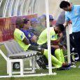 Hulk dica apenas 12 minutos em campo e deixa treino da Seleção Brasileira com dor na coxa
