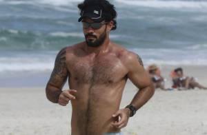 Juliano Cazarré confessa que é vaidoso: 'Gosto de me sentir gostoso'