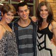 Arthur Aguiar ao lado de de Isabellea Santoni e Ana Ju Dorigon