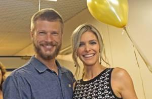 Fernanda Lima ganha festa surpresa e recebe marido nos bastidores do 'SuperStar'