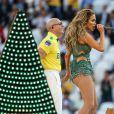 Jennifer Lopez e Pitbull se apresentam na cerimônia de abertura da Copa do Mundo com Claudia Leitte