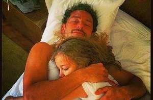 Fred ganha carinho da filha, Geovanna, antes de voltar à Granja Comary: 'Amor'