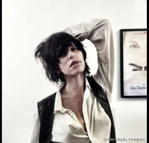 Novo visual: a modelo Lea T. corta o cabelo e publica foto no Instagram em 4 fevereiro de 2013