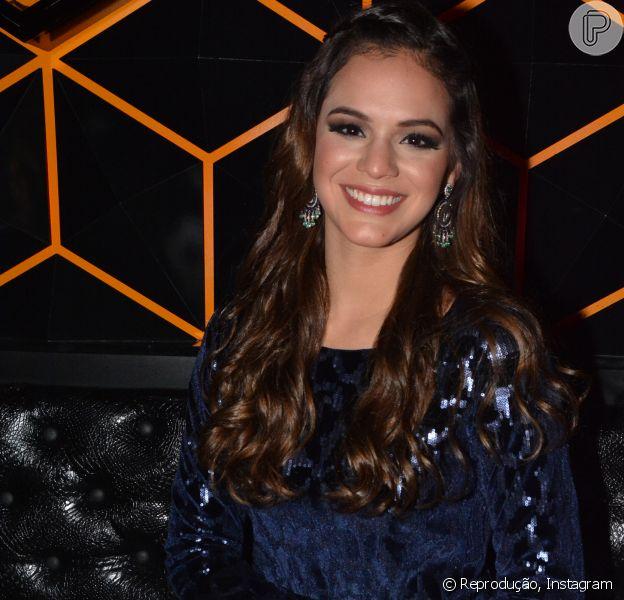 Bruna Marquezine garante que está tudo bem entre ela e sua mãe, Dona Neide (1 de julho de 2014)