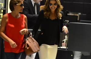 Mariana Rios, acompanhada pela mãe, compra anel de brilhantes em shopping do Rio