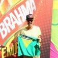 Paulinho Vilhena vai ao Brahma Deck assistir jogo entre França e Alemanha com bandeira do Brasil