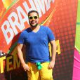 Tiago Abravanel escolhe looks com cores do Brasil para ir ao Brahma Deck antes de jogo entre França e Alemanha no Maracanã, no Rio de Janeiro