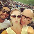 Luana Piovani e pedro Scooby encontraram Marcelo Tas no Maracanã