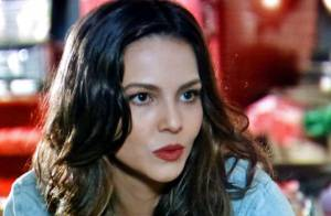 'Em Família': pai de Marina deixa a filha preocupada momentos antes do casamento