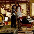 Diogo (José Rubens Chachá) visita Marina (Tainá Müller) momentos antes do casamento dela com Clara (Giovanna Antonelli), na novela 'Em Família'