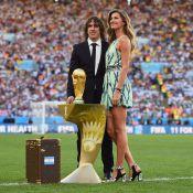 Gisele Bündchen brilha na final da Copa do Mundo com vestido curto Louis Vuitton