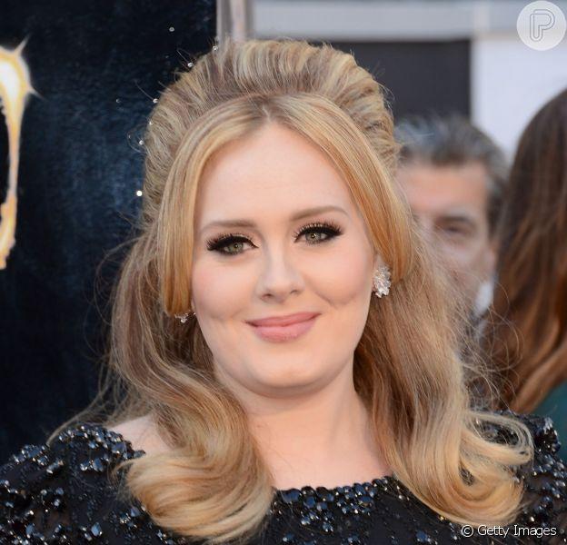 Adele vai retomar a carreira esse ano