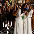 Clara e Marina vão seguir a tradição e irão jogar o buquê para as convidadas