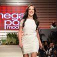 Chay Suede e Adriana Birolli desfilam juntos no 'Mega Polo Moda', em São Paulo, nesta terça-feira, 29 de julho de 2014