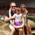 Rafaella Justus está viajando com o pai, Roberto Justus, e a namorada dele, Ana Paula Siebert
