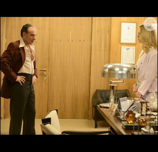 Fernando (Marco Ricca) reclama com Gilda (Letícia Spiller) da presença de Rodrigo (Brenno Leone) em sua casa, em 11 de agosto de 2014 na novela 'Boogie Oogie'