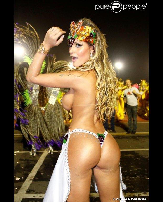Andressa Urach, vice Miss Bumbum 2012, desiste de desfilar depois de descobrir que não a colocaram no lugar de destaque. A modelo se envolveu em uma briga com um membro da escola, em 9 de fevereiro de 2013