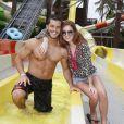 Marina Ruy Barbosa e Klebber Toledo curtiram o parque aquático Beach Park, em Fortaleza, no Ceará, em novembro de 2013