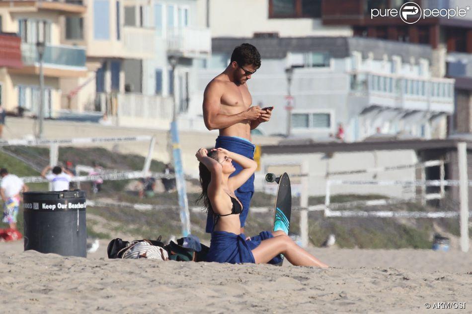 Bruna Marquezine foi flagrada curtindo a praia de Manhattan Beach, em Los Angeles, nesta sexta-feira, 15 de agosto de 2014