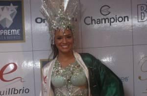 Neymar e Bruna Marquezine assumem namoro na Marquês de Sapucaí, no Rio