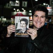 Daniel, jurado do 'The Voice', atrai fãs durante lançamento de biografia