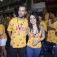 Alessandra Negrini e o namorado, João Wainer, curtem os desfiles das escolas de samba do Grupo Especial em camarote da Devassa, na Sapucaí, no Rio de Janeiro, em 11 de fevereiro de 2012