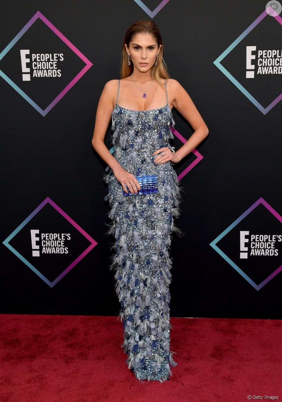 663265634fafc Bárbara Evans brilhou no tapete vermelho do People s Choice Awards 2018