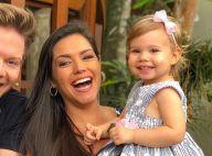 Thais Fersoza mostra Melinda encantada com árvore de Natal de casa: 'Apaixonada'