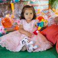 Yolanda, filha de Juliana Alves, prestigiou o aniversário de Bernardo