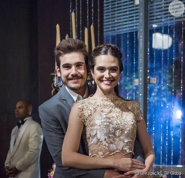 Samuca (Nicolas Prattes) decide antecipar casamento com Marocas (Juliana Paiva) nos próximos capítulos da novela 'O Tempo Não Para' após mãe da estilista proibir viagem a sós dos dois