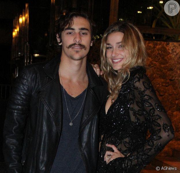 Ator de 'O Tempo Não Para', Bruno Montaleone mora no Rio de Janeiro, enquanto Sasha Meneghel vive em Nova York, nos Estados Unidos, onde estuda moda