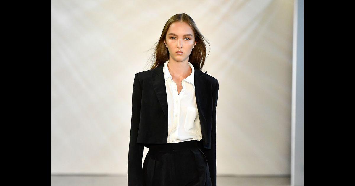 c207a1d2a1 Básicos para comprar na Black Friday. O terno preto é um clássico fashion e  vale o investimento - Purepeople