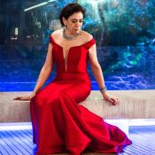 Vilã 'veste' look por 3 dias e Lilia Cabral diz:'Vou demorar para usar vermelho'