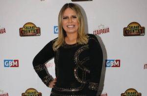 Marília Mendonça escolhe vestido justo e sapato grifado para show: 'Uma garouta'