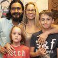 Danielle Winits prestigiou a peça ' O Diário de Pilar na Grécia' com o marido, André Gonçalves, e os filhos, Guy e Noah
