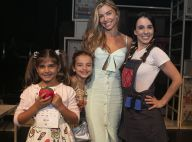Grazi Massafera leva a filha, Sofia, para conferir peça de teatro no Rio. Fotos!