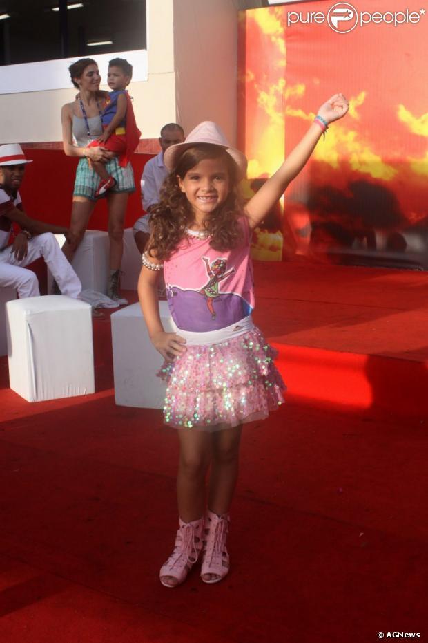 Mel Maia desfilou pela escola de samba infantil Pimpolhos da Grande Rio, nesta terça-feira, 12 de fevereiro de 2013