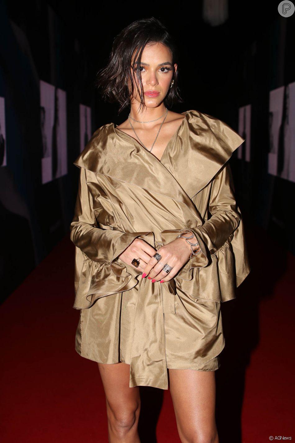Bruna Marquezine nega desejo por cabelo loiro e curto em conversa com fãs no Twitter, em 26 de novembro de 2018