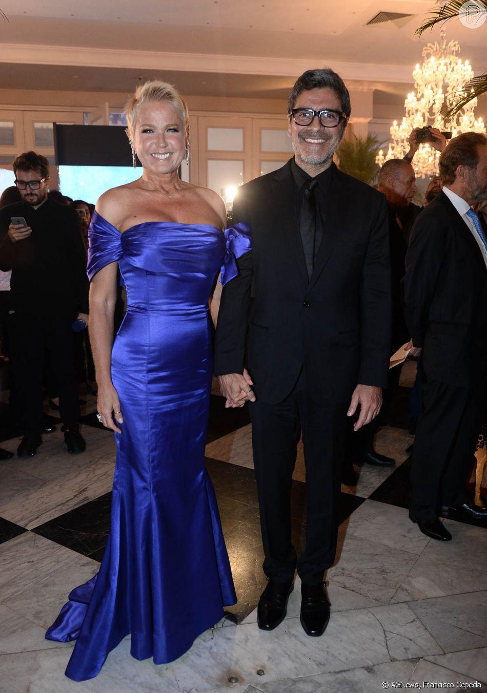 Xuxa Meneghel levou o namorado, Junno Andrade, em jantar beneficente organizado pelo Instituto Ressoar, em São Paulo, na noite desta segunda-feira, 26 de novembro de 2018