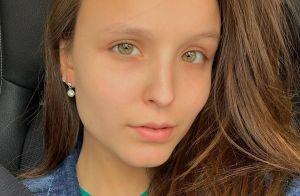 Larissa Manoela valoriza beleza natural em foto e comenta: 'Testa é grande, sim'